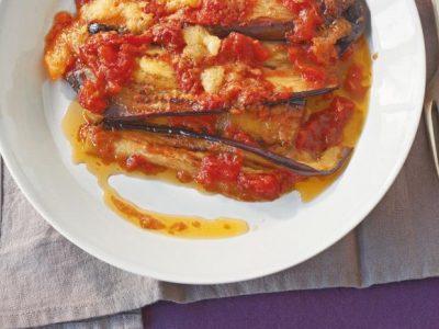 Gefüllte Auberginenschnitzel mit italienischem Landschinken, Tomaten und Mozzare